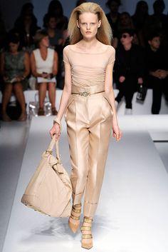 Gianfranco Ferré Spring 2010 Ready-to-Wear Fashion Show - Hanne Gaby Odiele