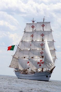 With its celebratory figurehead of Prince Henry the navigator, the tall ship Sagres II takes her name from the Portuguese prince Sagres. In the 15th century, he founded the navigational school that send forth the great explorers of the Atlantic, Pacific, and Indian oceans.