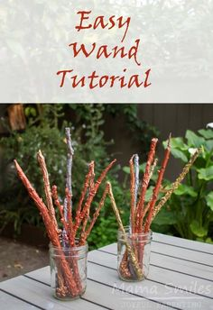 These DIY Harry Potter wands are easy to make and require only a few basic craft materials! Tutorial with photos so that you can make your own wizard wands. Witch Wand, Wizard Wand, Fun Activities For Kids, Easy Crafts For Kids, Halloween Activities, Harry Potter Wands Diy, Harry Potter Activities, Rainy Day Fun, Diy Wand