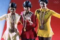 INNSBRUCK, AUS - 1976:  Dorothy Hamill in the center smile while wearing her gold medel at the Winter Olympics skating competition in 1976 in Innsbruck,  Austria. Dorothy Hamill wins the gold medel for the USA in the Womes Figure skating competition. (Photo by Tony Duffy/Getty Images) *** Local Caption *** Dorothy Hamill