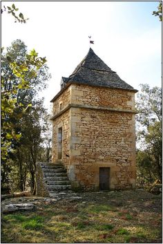 Pigeonnier (dovecote) at Prats-de-Carlux, by Michael Chanaud