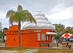 Twistee treat, Saint Pete Beach, Fl - founded in 1983 in North Fort Myers, Florida. The restaurants are characterized by buildings shaped in the form of soft-serve ice cream cones. St Petes Beach Florida, Florida Girl, Florida Living, Old Florida, Vintage Florida, Florida Usa, Florida Travel, Florida Beaches, St Petersburg Florida