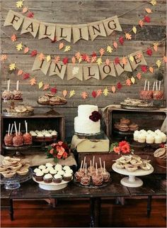 Marrying in autumn: This is how the October wedding will be perfect! Heiraten im Herbst: So wird die Oktober-Hochzeit perfekt! Candy Bar suitable for a rustic autumn wedding Mod Wedding, Budget Wedding, Dream Wedding, Wedding Rustic, Wedding Hire, Trendy Wedding, Wedding Planning, Perfect Wedding, Rustic Weddings