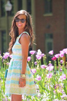 Recibe a tus invitados como toda una reina! En verano haz tu fiesta en un jardín y ponte linda con un vestido fresco y sencillo. =)