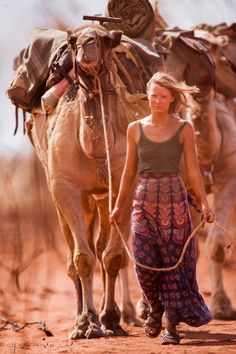 """Mia Wasikowska plays the Robyn Davidson in """"Tracks"""", a Alice Springs-based woman who takes off on an epic journey across the Australian desert. Original storyline focused on a WOMAN'S unique and complex journey both literally and metaphorically SO GOOD Robyn Davidson, Mia Wasikowska, Tracks Movie, Australian Desert, Desert Fashion, Mundo Animal, Illustrations, Safari, Deserts"""