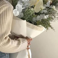 Discovered by ᯽𝕔𝕒𝕟𝕕𝕪 𝕗𝕝𝕠𝕤𝕤᯽. Find images and videos about white, aesthetic and flowers on We Heart It - the app to get lost in what you love. Cream Aesthetic, Brown Aesthetic, Flower Aesthetic, Aesthetic Photo, Aesthetic Pictures, Aesthetic Outfit, Aesthetic Coffee, Aesthetic Style, Aesthetic Beauty