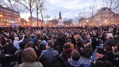 """Frankreich : Die Schlaflosen von Paris Sie nennen sich die """"Aufrechten der Nacht"""". Die Demonstranten auf dem Platz der Republik bewegt ein tiefes Unwohlsein mit der Gesellschaft. Wird daraus etwas Größeres? Von Georg Blume, Paris Human Rights Jobs, Workers Rights, French Revolution, We The People, Obama, Paris Skyline, Dolores Park, Let It Be, France"""