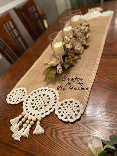 Farmhouse Table Runners, Burlap Table Runners, Crochet Table Runner, Crochet Tablecloth, Macrame Projects, Crochet Projects, Burlap Crafts, Diy And Crafts, Pasta Crafts