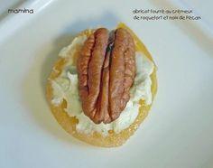 Cette recette est si vite faite et vraiment délicieuse. - Recette Apéritif : Abricots moelleux au roquefort et au noix, amuse-bouche trop facile par Et si c'était bon...