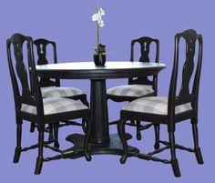 Rooma-pöytä ja varhaisrokokoo-tuolit