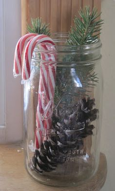 Cheap And Easy Christmas Centerpieces Ideas 31 – Christmas Ideas Primitive Christmas, Country Christmas, Simple Christmas, Winter Christmas, Vintage Christmas, Christmas Holidays, Christmas Ornaments, Minimal Christmas, Nordic Christmas