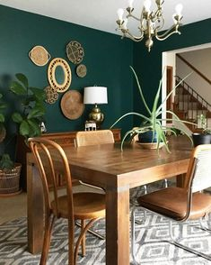 Dining room console This wall color! Looks good with the furniture; it makes the room. - furnishing ideas Dining room console This wall color! Looks good with the furniture; it makes the room. Dining Room Console, Green Dining Room, Dining Room Paint Colors, Dining Room Wall Decor, Living Room Green, Dining Room Design, Green Kitchen Walls, Dinning Chairs, Bedroom Green