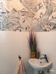 Arte flamingo behang in het toilet Arte flamingo behang in ons toilet // Studio Naokies Bathroom Design Small, Bathroom Interior Design, Interior Decorating, Flamingo Wallpaper, Cool Wallpaper, Wallpaper Toilet, Toilet Restaurant, Leopard Decor, Toilet Decoration