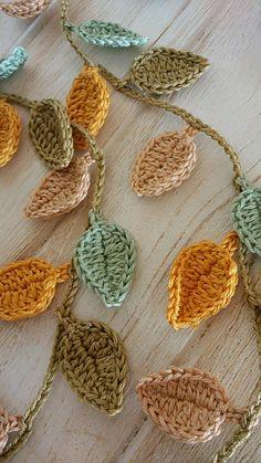 Crochet Leaf Patterns, Crochet Leaves, Crochet Motif, Crochet Flowers, Crochet Stitches, Crochet Home, Cute Crochet, Crochet Crafts, Crochet Projects