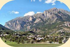 Camping Les Eygas ligt aan de rand van het 'National Parc des Ecrins' in Châteauroux les Alpes.