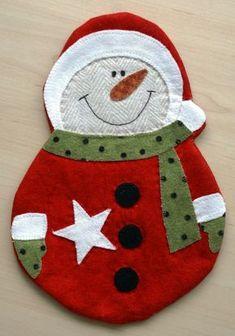 Becheruntersetzer Schneemann Mug Rug+ Felt Christmas Decorations, Felt Christmas Ornaments, Christmas Stockings, Christmas Themes, Christmas Projects, Felt Crafts, Holiday Crafts, Holiday Decor, Snowman Mugs