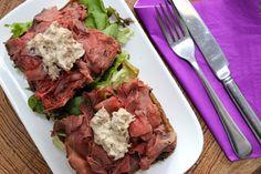 Glutenvrij lunchen kan een uitdaging zijn. Maar van deze rosbief met tonijnmayonaise wordt iedereen gelukkig!
