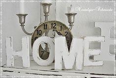 """Schriftzug """"HOME"""" weiß gestrichen und stark shabby angeschliffen. Die Buchstaben bestehen aus stabilem Pappmaché.   Eine wunderschöne Dekoration ..."""