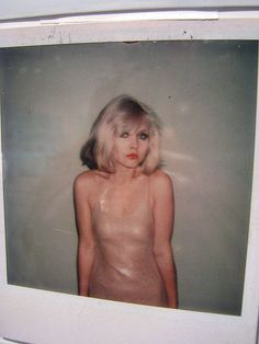 Debbie Harry from Blondie photographed by the amazing Andy Warhol Blondie Debbie Harry, Debbie Harry Hot, New Wave, Chica Punk, Estilo Rock, The Victim, Andy Warhol, Soft Grunge, Vintage Beauty