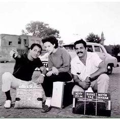 """1964 - Ulvi Doğan, Hülya Koçyiğit, Erol Taş """"Susuz Yaz"""" filminin kamera arkasında."""