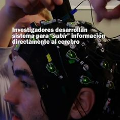 """Investigadores desarrollan sistema para """"subir"""" información directamente al cerebro Un sistema de estimulación cerebral transmite información al cerebro de una persona, con el fin de que adquiera nuevos conocimientos en poco tiempo. El método probó ser efectivo en un grupo de personas que aprendían a pilotear aviones. Lee la noticia completa en el siguiente enlace: http://www.elciudadano.cl/2017/03/14/366402/investigadores-desarrollan-un-metodo-para-subir-in..."""