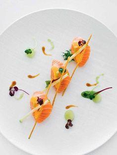 L'art de dresser comme un chef : un saumon Salma cru au restaurant du Georges V, Le Cinq