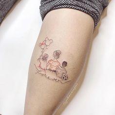 Tatuagem criada pela artista Jessika Campos (Jskacampos) de São Paulo.    Família sentada junta.