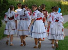 SK folklor Costumes Around The World, Beautiful Costumes, Folk Costume, Ethnic Fashion, People Around The World, Marie, Embroidery, Dresses, Vestidos