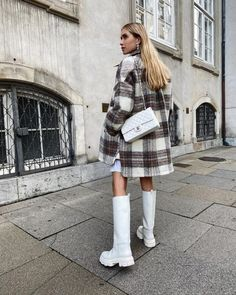 Moda Streetwear, Streetwear Fashion, Winter Boots Outfits, Winter Outfits, Classy Outfits, Trendy Outfits, Mode Outfits, Fashion Outfits, Look Zara