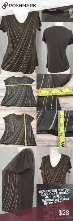 🍭Size XL Tahari Diagonal Lines V-neck Brown Top Measurements are in photos. Normal wash wear, no flaws. A1  I do not comment to my buyers after purchases, do to their privacy. If you would like any reassurance after your purchase that I did receive your order, please feel free to comment on the listing and I will promptly respond. I ship everyday and I always package safely. Thanks! Tahari Tops