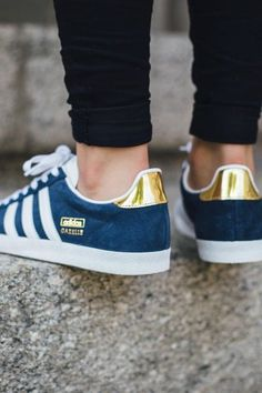 How To Wear Adidas Gazelle Shoes Outlet 20 Super Ideas Adidas Shoes Women, Adidas Sneakers, Shoes Sneakers, Adidas Shirt, Adidas Tracksuit, Gold Sneakers, Women Nike, Shoes Men, Girls Shoes