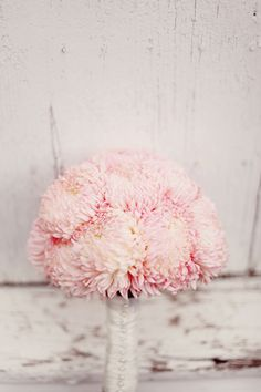 football or commercial mums tinted light pink offer a similar feel to peonies. #PeonyAlternatives