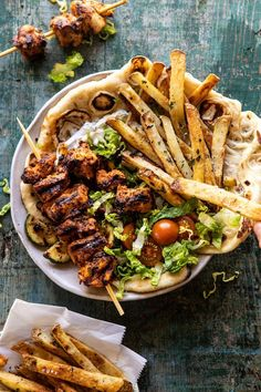 Chicken Souvlaki Bowls with Garlic Fries: simple to throw together, full of fresh ingredients, extra colorful, super flavorful, and so delicious! Gourmet Recipes, Cooking Recipes, Healthy Recipes, Recipes Dinner, Mince Recipes, Healthy Dishes, Healthy Meals, Beef Recipes, Clean Eating Snacks