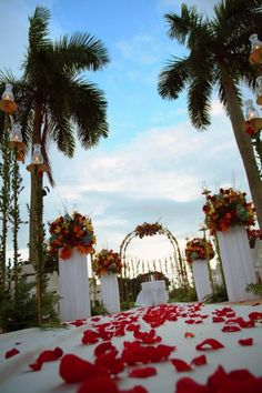 There's nothing like a gorgeous Florida outdoor ceremony. Weston HIlls can make that dream come true for you!