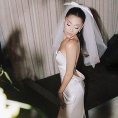 Vera Wang Wedding Gowns, Vera Wang Gowns, Wedding Dresses, Vera Wang Dress, Ariana Grande Fotos, Ariana Grande Cute, Idole, Wedding Pics, Wedding Bride