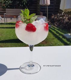 THE CLASSY BOWL 2 oz. (60 ml) Tanqueray No.10 Gin 1/2 oz. (15 ml) Fresh Lemon Juice Top With Bitter Lemon Garnish With 4 Raspberries And Mint Sprig