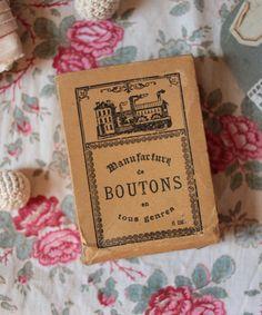 aaa_3893.jpg - vintage button box