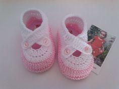 Sapatinho de croche Confeccionados com linha 100% algodão Tamanho: 14 - 0 a 2 meses R$ 25,00