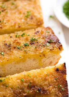 The trick to making a really great Grilled Garlic Bread on the BBQ is to use garlic MELTED butter. Max garlic butter, toasty golden bread, no flare ups! How To Cook Garlic, Make Garlic Bread, Bread Recipe Video, Recipe Tin, Bbq Vegetables, Grilling Recipes, Cooking Recipes, Bbq Menu, Bread Shaping