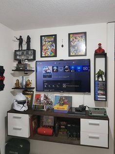 Cuarto ramses Deco Gamer, Small Game Rooms, Gaming Room Setup, Gaming Desk, Pc Setup, Desk Setup, Gaming Rooms, Geek Room, Video Game Rooms