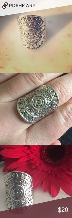 Boho Silver Tone Ring 💍 Gorgeous Boho Silver Ring-  costume jewelry-  not real silver NA Jewelry Rings