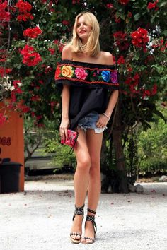 Fashionable and Comfy Maxican Dress Ideas (35)