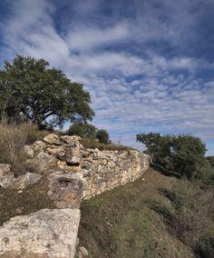 Un tratto delle mura etrusche di Roselle