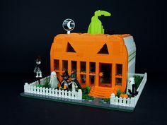 ~ Lego Mocs Holidays ~ Halloween ~ The Pumpkin Diner Lego Halloween, Holidays Halloween, Halloween Crafts, Halloween Parties, Halloween 2016, Lego Robot, Lego Toys, Lego Pumpkin, Lego Haunted House