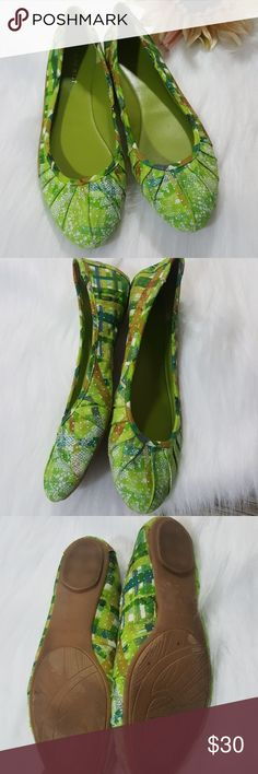 Nine West blustery Green geometric pattern Flats Nine West blustery Green geometric pattern Flats size 8 and 1/2 true to size Textile upper No stains, no holes #540 Nine West Shoes Flats & Loafers