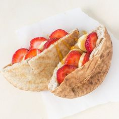 10 Easy Ways to Stuff a Pita Pocket — Upgrade Your Lunch Pita Bread Sandwich, Pita Sandwiches, Pita Bread Fillings, Pita Pockets, Good Food, Yummy Food, Tasty, Spicy Honey, The Fresh