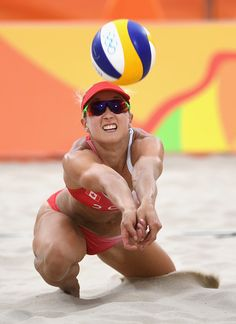 Heather Bansley Pictures – Beach Volleyball – Olympics: Day 2 – Zimbio On Beach Volleyball Girls, Sport Volleyball, Female Volleyball Players, Volleyball Pictures, Volleyball Clothes, Cheerleading, Volleyball Training, Vive Le Sport, Cheer Athletics