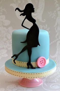 female silhoutte - perfect for a baby shower! Big Cakes, Just Cakes, Fondant Cakes, Cupcake Cakes, Cupcakes, Beautiful Cakes, Amazing Cakes, Fashionista Cake, Pregnant Cake