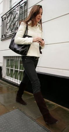 Duchess Catherine in jeans, brown boots, black tote, and cream jacket, January 2007