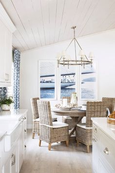 The seaside cottage look to the old-fashioned gives it a new life. Here we give you simple blue & white seaside cottage decoration. Nautical Dining Rooms, Coastal Living Rooms, Living Room Decor, Coastal Bedrooms, Beach Dining Room, Nautical Kitchen, Coastal Curtains, Coastal Bedding, Blue Curtains